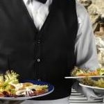 5 Ways to Get Served Faster at a Restaurant