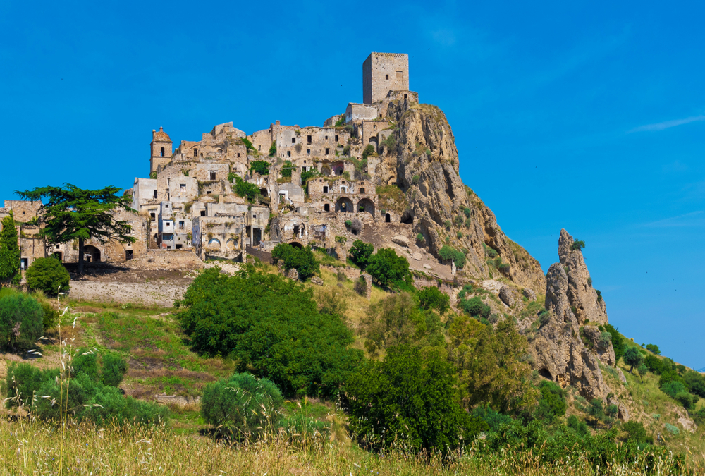 craco italy haunted deserted places
