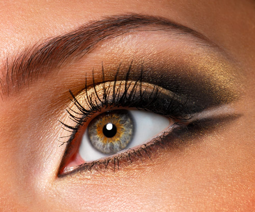 Gold eyeshadow is fantastic makeup for winter makeup