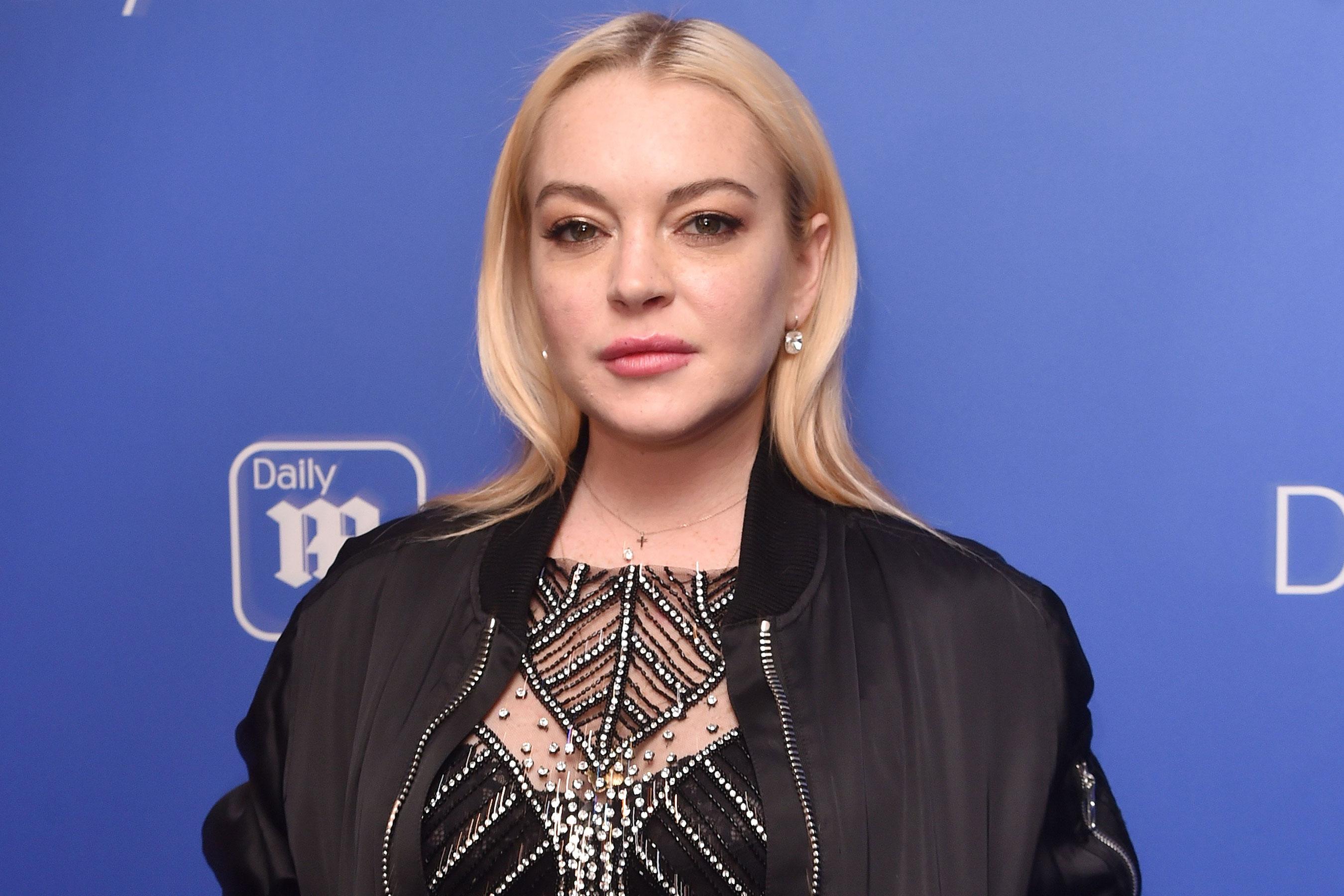 "Lindsay Lohan ""width ="" 2700 ""height ="" 1800 ""srcset ="" https://www.top5.com/wp-content/uploads/2013/01/lindsay-lohan-bizzare-celebrity-arrests -27.jpg 2700w, https://www.top5.com/wp-content/uploads/2013/01/lindsay-lohan-bizzare-celebrity-arrests--300x200.jpg 300w, https://www.top5.com / wp-content / uploads / 2013/01 / lindsay-lohan-bizzare-celebrity-arrests - 768x512.jpg 768w, https://www.top5.com/wp-content/uploads/2013/01/lindsay-lohan- bizzare-celebrity-arrests- -1024x683.jpg 1024w ""Sizes ="" (maximum width: 2700px) 100VW, 2700px"