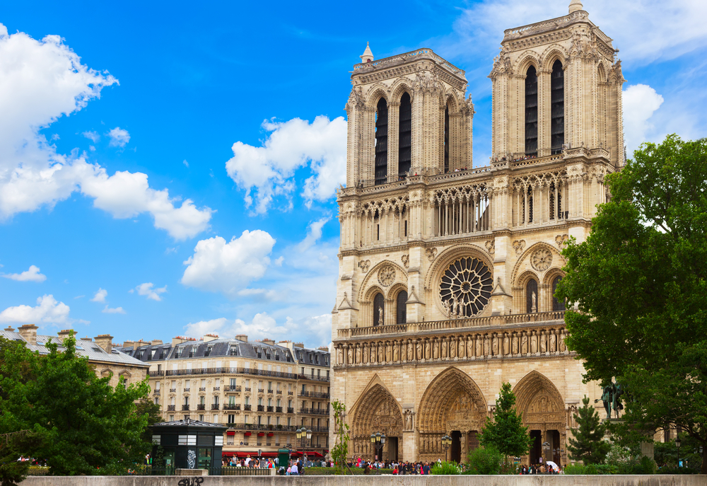 "Paris Notre Dame Attraction ""Width ="" 1000 ""Height ="" 687"