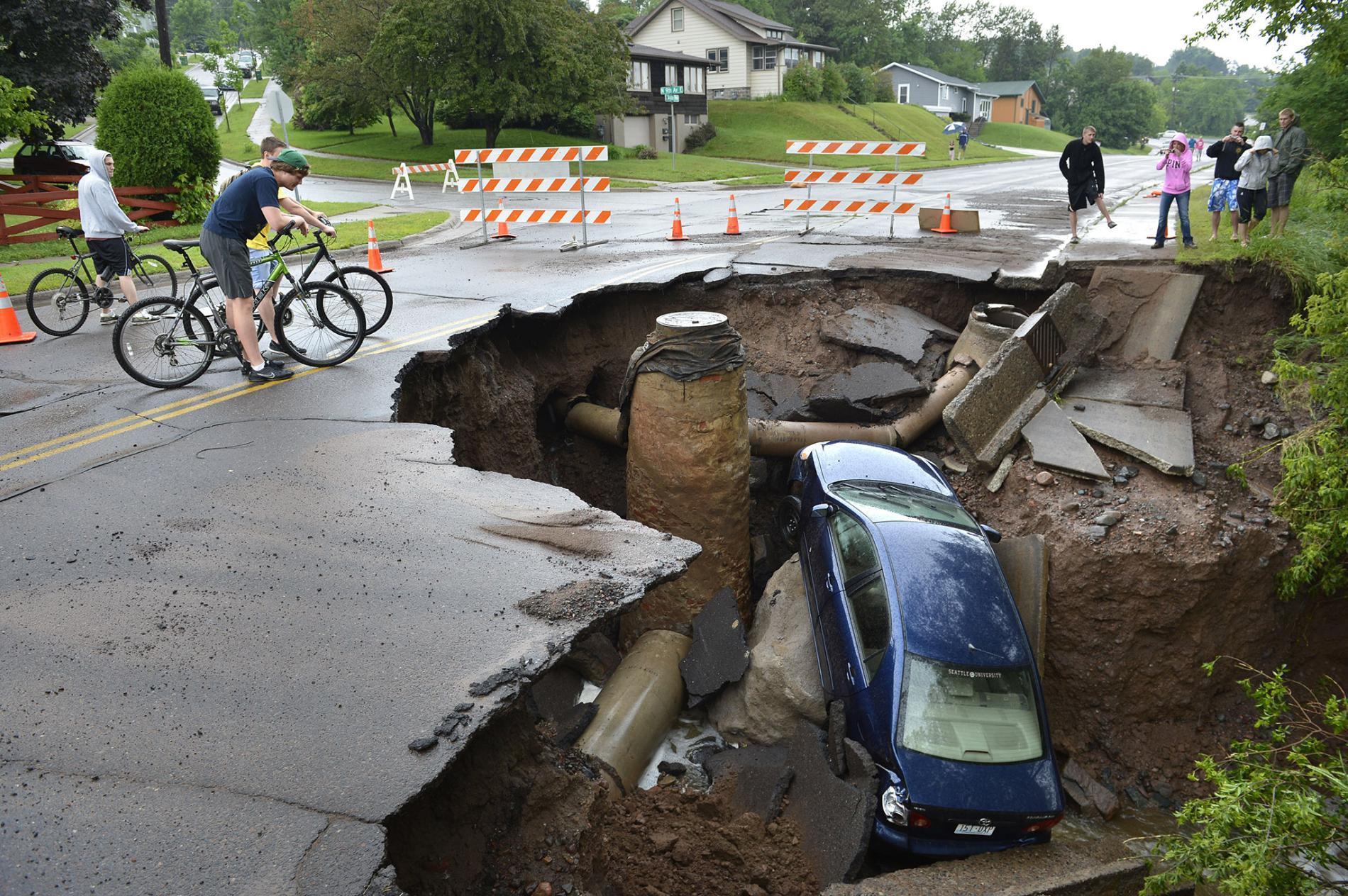 sinkholes natural phenomenon