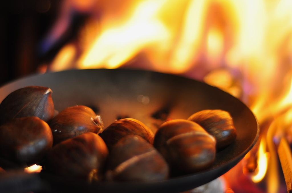 "The Christmas Carol (chestnut roast on an open fire) ""width ="" 1024 ""height ="" 680"