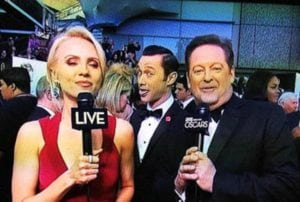 Joseph Gordon-Levitt photobombing tv presenters at the Oscars is one of the funniest celebrity photobombs of all time