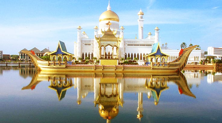 biggest houses in the world istana nurul iman
