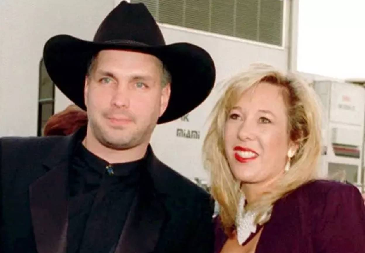 Garth Brooks & Sandy Mahl - The country singer's divorce from ex-wife was an expensive affair, although it was settled amicably