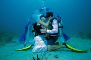 bizarre-weddings-scuba