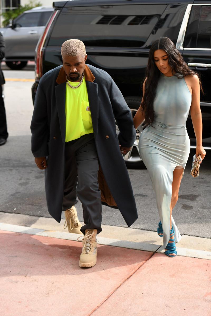 kim-kardashian-wardrobe-spanx