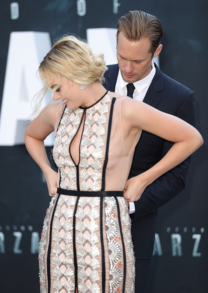 margot robbie wardrobe malfunction