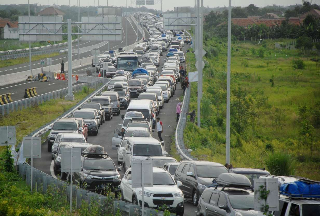 brebes indonesia traffic jam