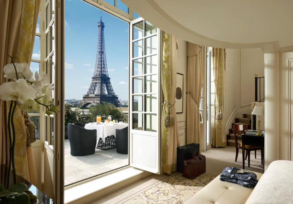 "Shangri-La Hotel, Paris ""Width ="" 1024 ""Height ="" 715"