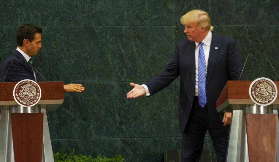 Trump shakes Nieto's hand