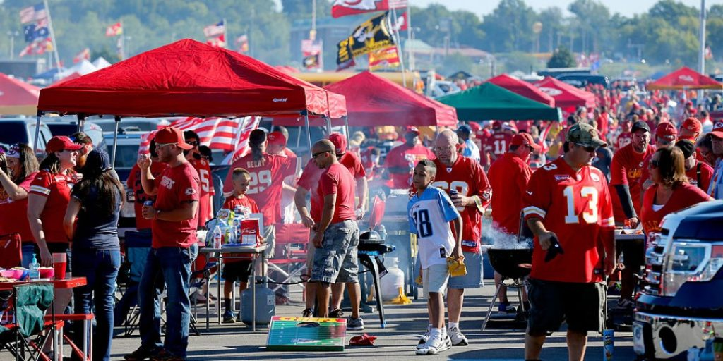 Top 5 Items to Pack for Your Next Football Tailgate Event