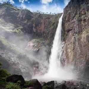 Beautiful-Waterfall-Wallaman-Falls