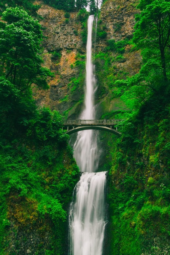 Beautiful-Waterfalls-Multnomah-Falls