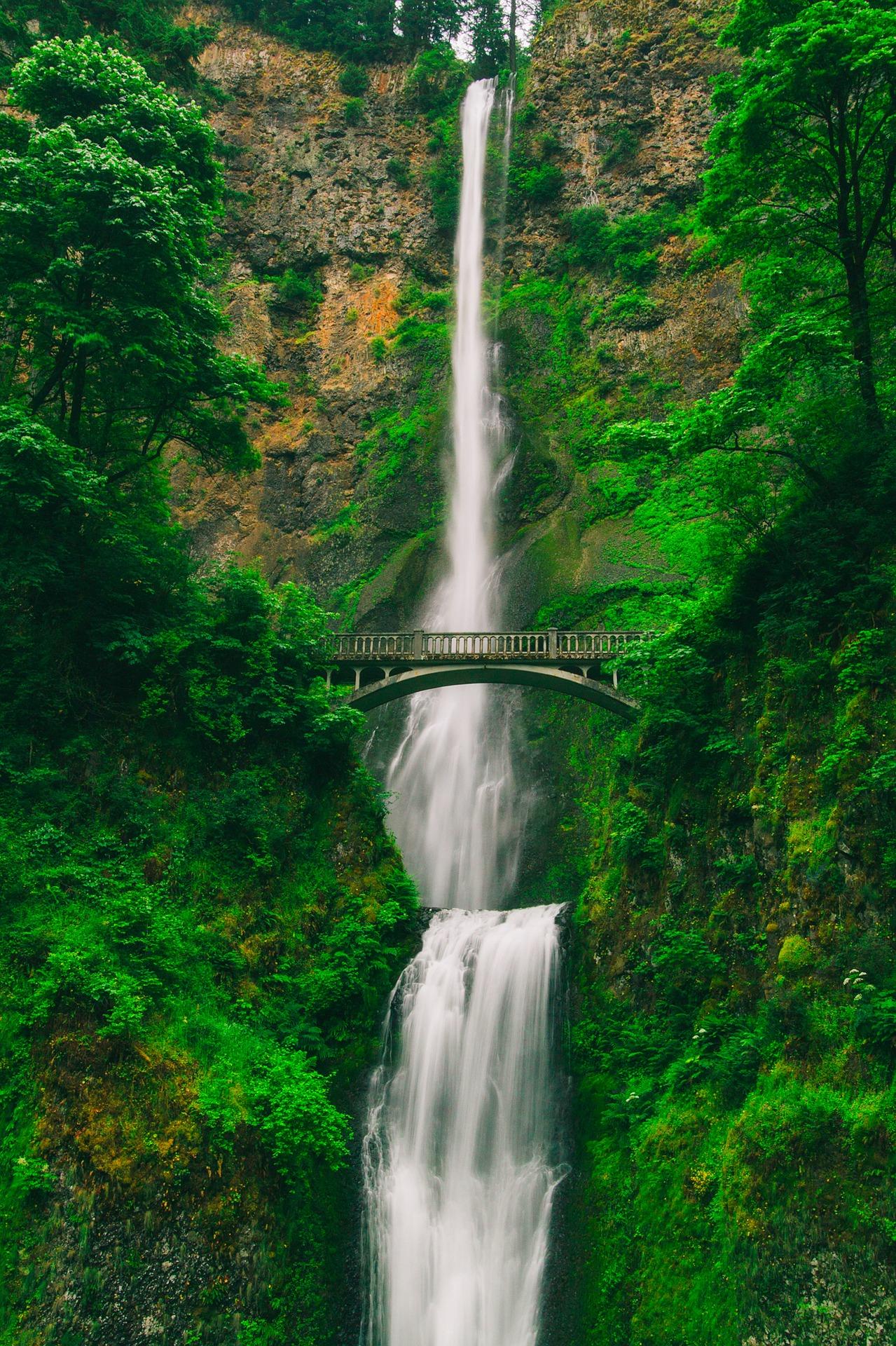 Beautiful-Waterfalls-Multnomah-Falls