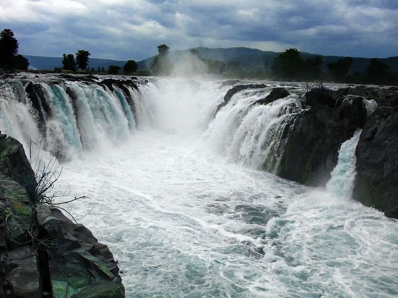 Beautiful-waterfall-Hogenakkal-Falls