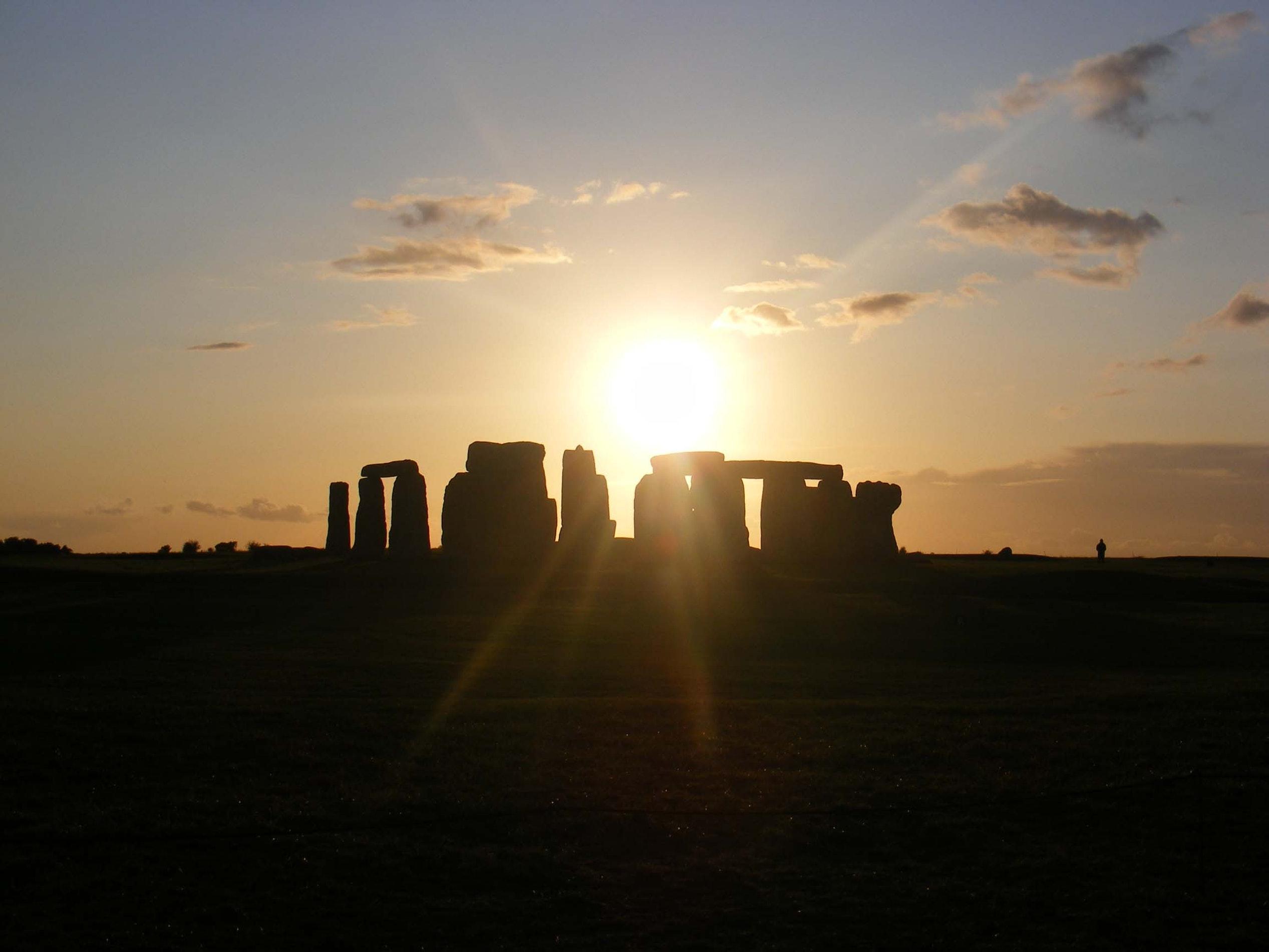 spring equinox stonehenge