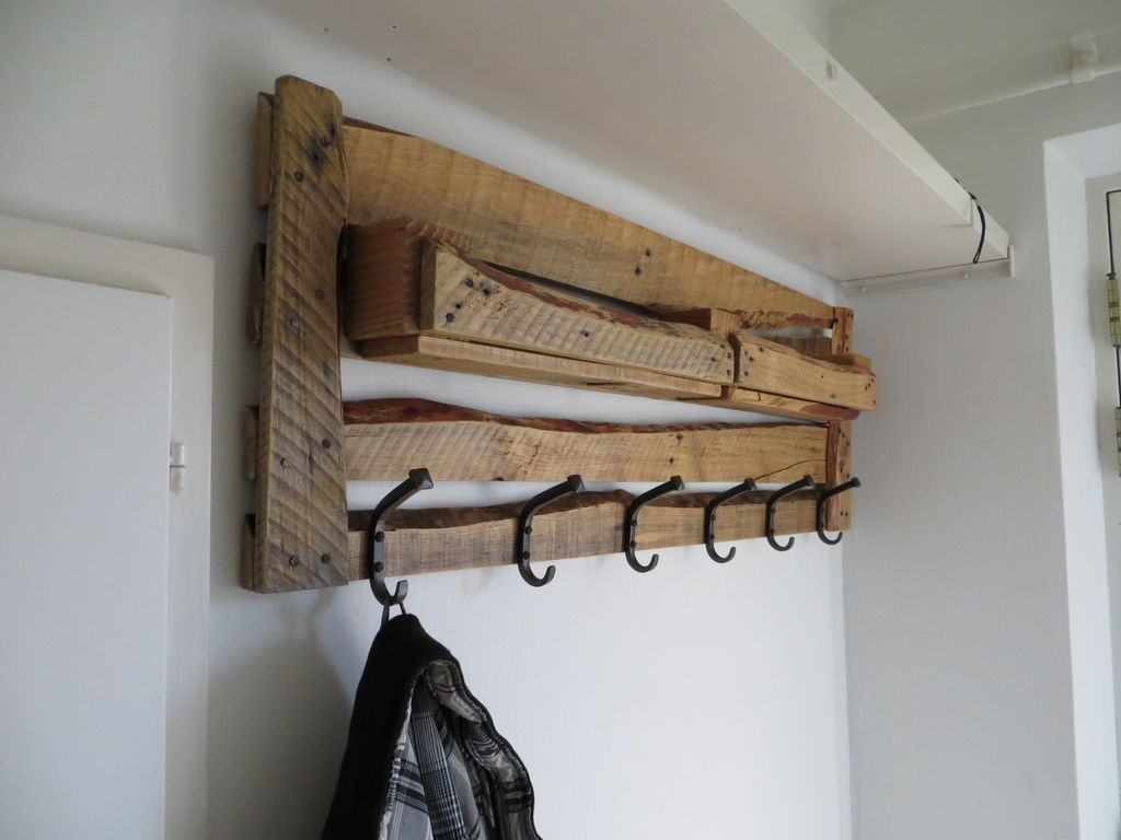 pallet wood projects coat rack