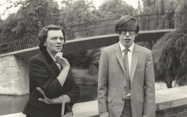 Stephen-Hawking-7