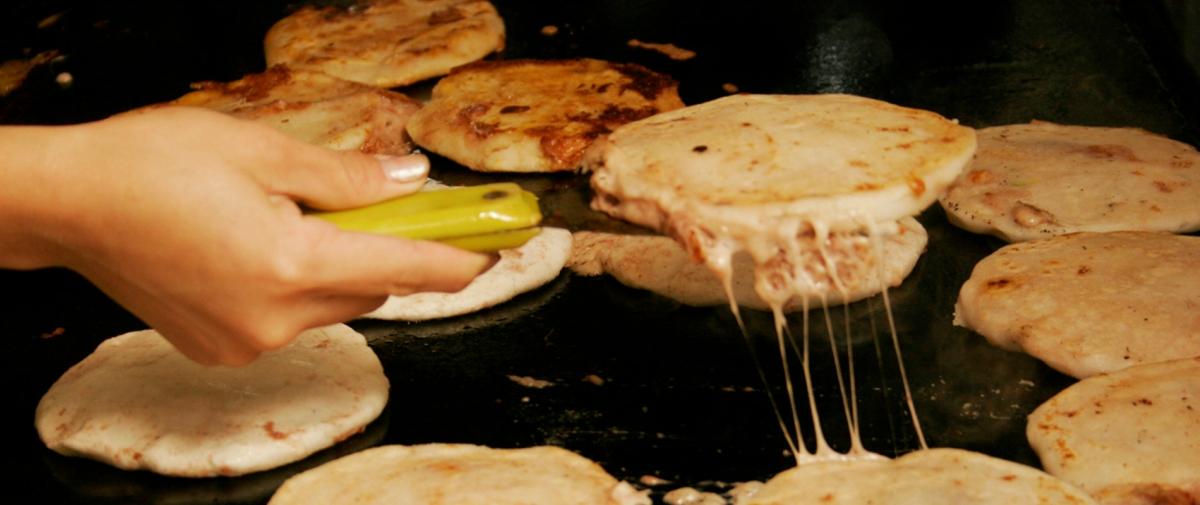 pupusas best street food el salvador