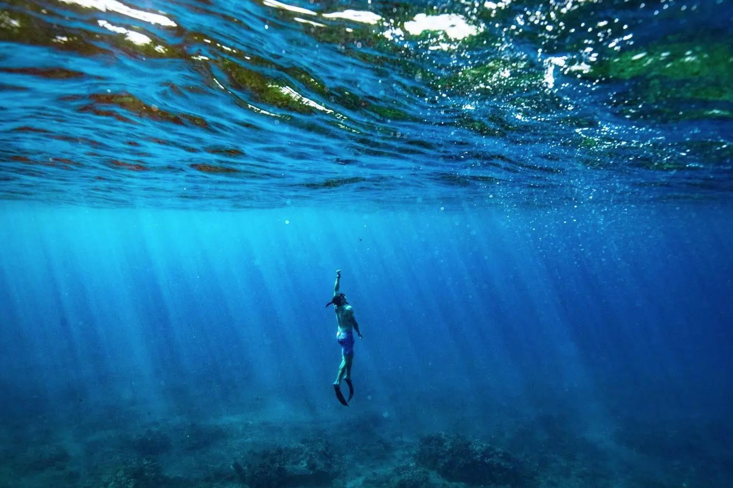 Underwater travel photographs