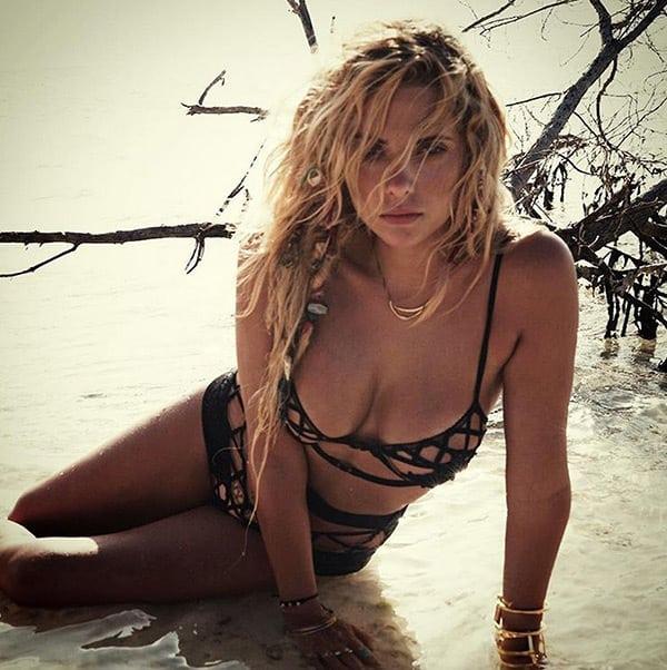 celeb bikini bod Ashley Benson