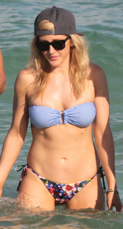 celeb bikini bod Ellie Goulding