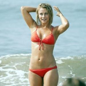 celeb bikini bod Julianne Hough