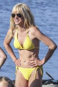 celeb bikini bod Anna Faris