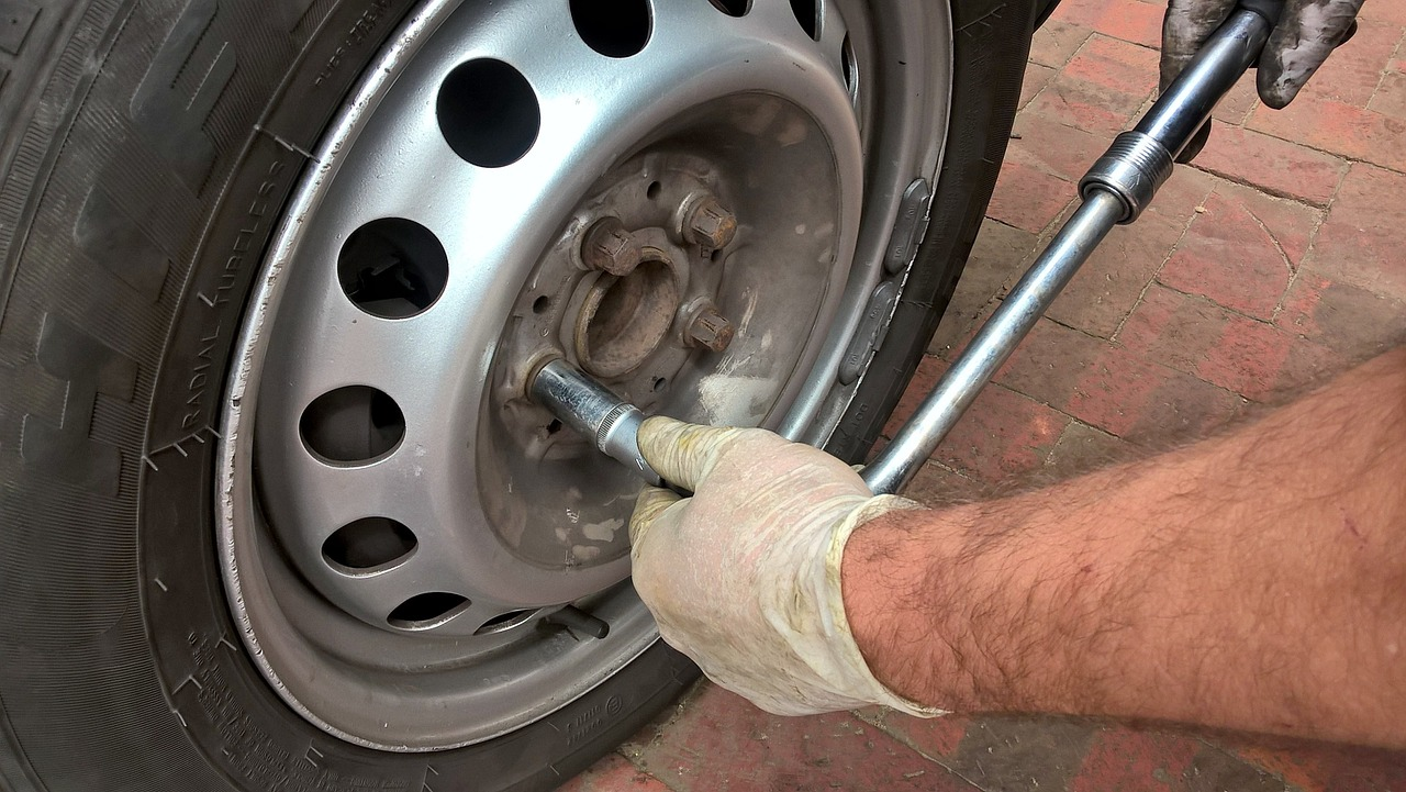 how to change a tire lug nuts