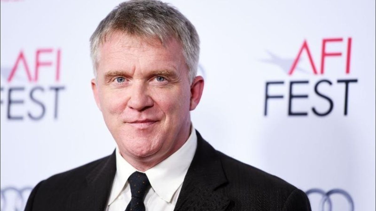 unrecognizable famous people anthony michael hall before