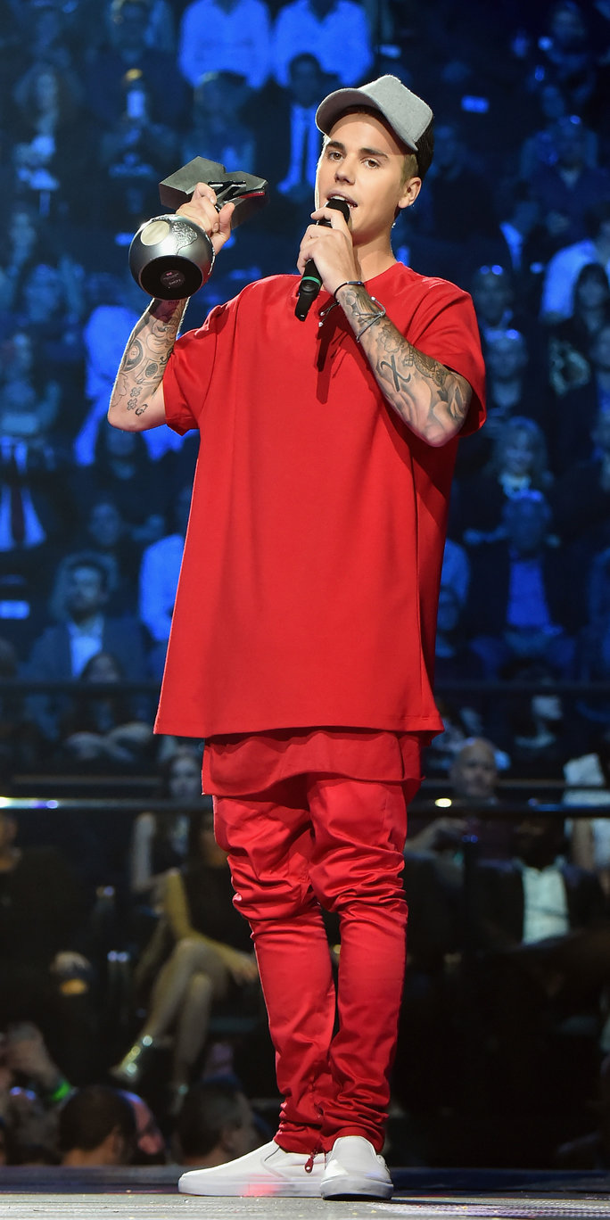 Justin Bieber outfits all red