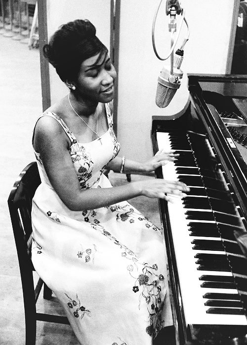 aretha franklin playing the piano