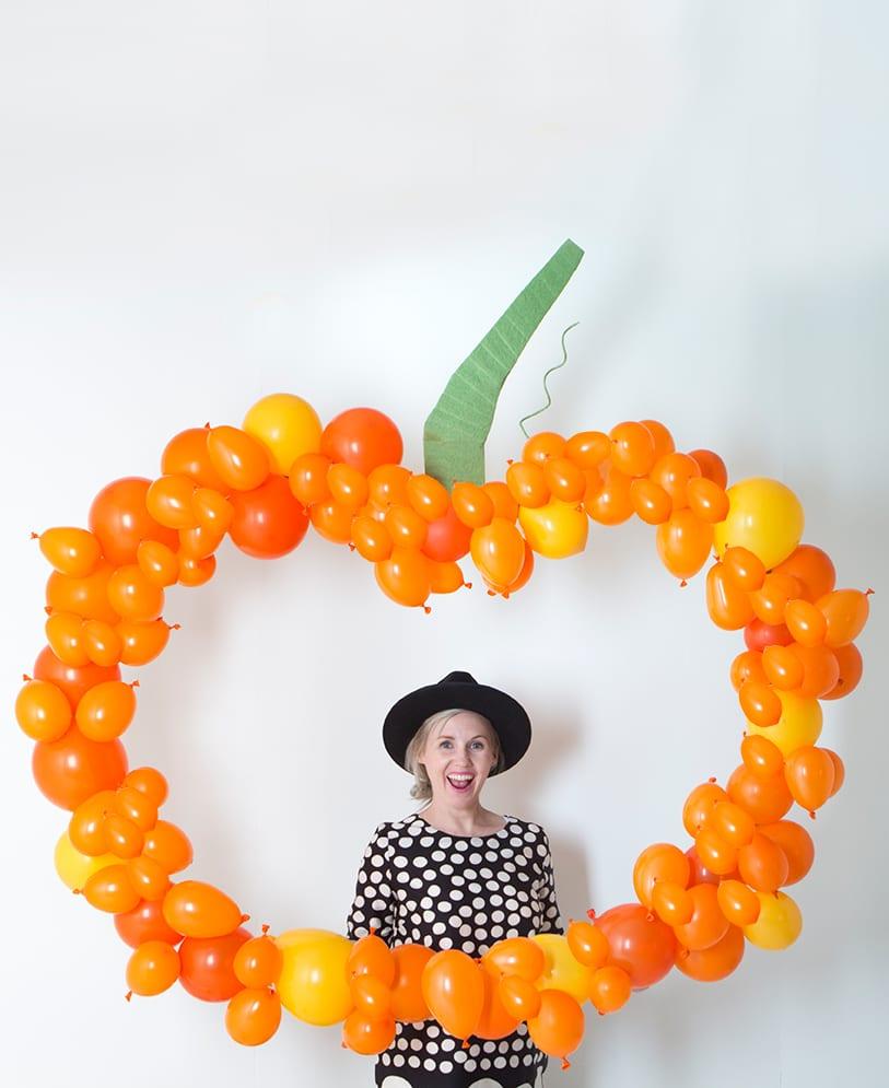 balloon pumpkin party idea diy halloween decorations