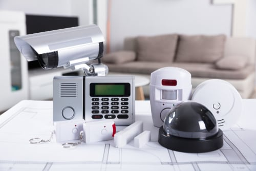 DIY or Go with the Pros? DIY Home Security vs. Professional Home Security Monitoring