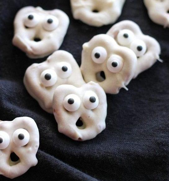 Halloween dessert recipes: white chocolate pretzel ghosts