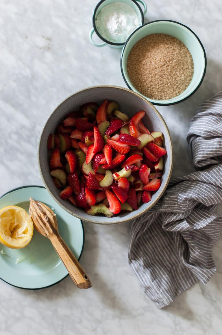 thanksgiving pie-strawberry-rhubarb