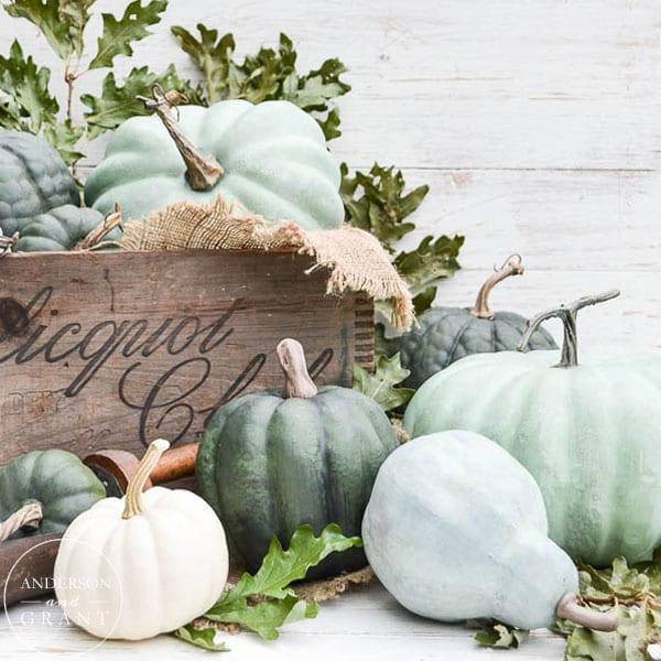thanksgiving table decor pumpkins chalk