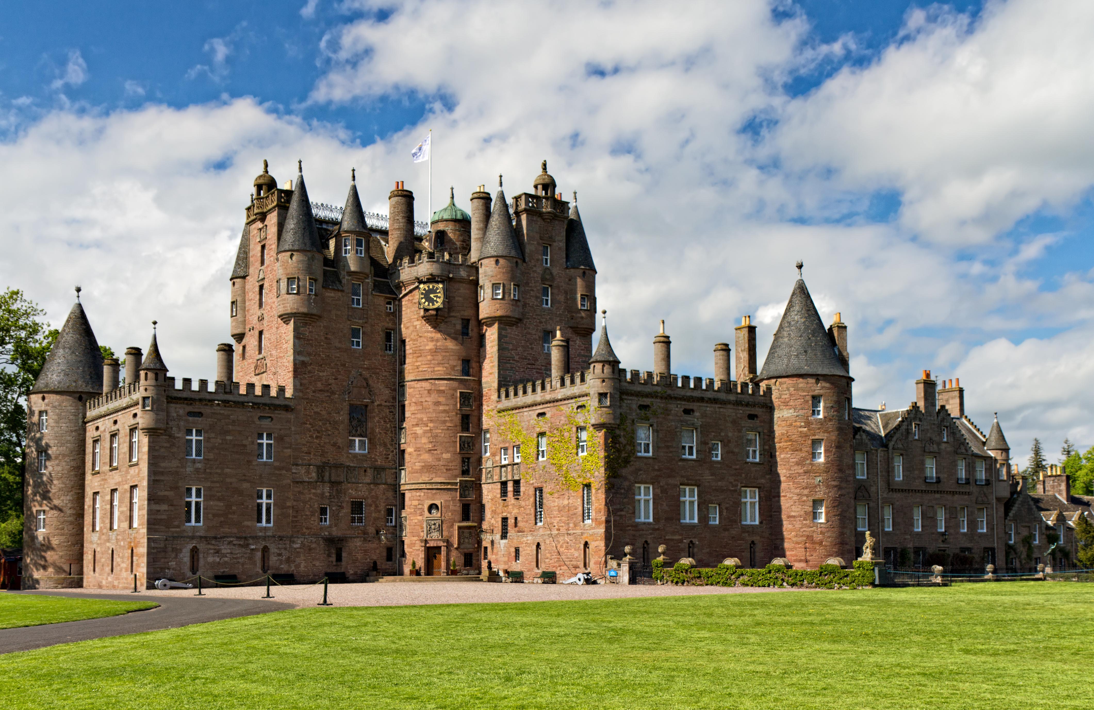 most impressive castles glamis castle