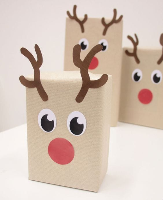 cute reindeer christmas gift wrap