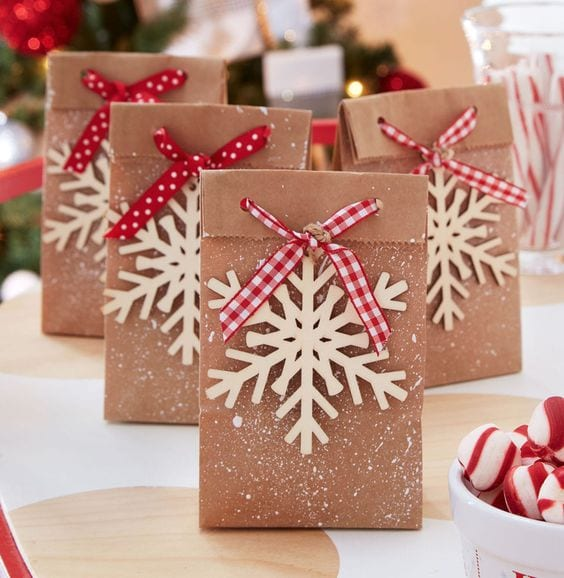 snowflake paper bag ties with ribbon; Christmas gift wrap idea