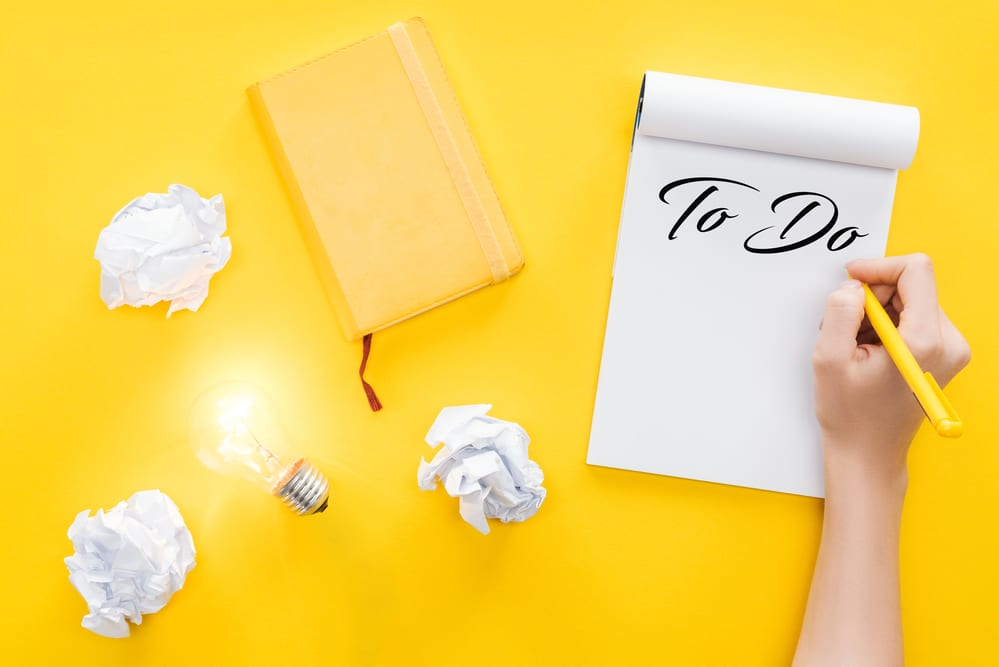 write a new year's resolution list to help you to plan