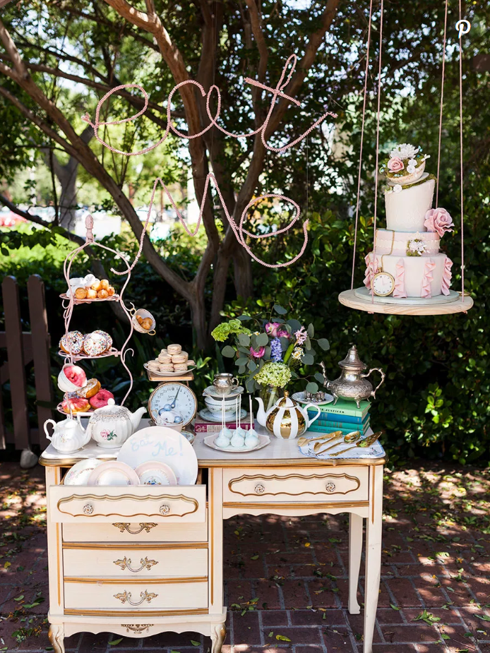 disney inspired weddings alice in wonderland table
