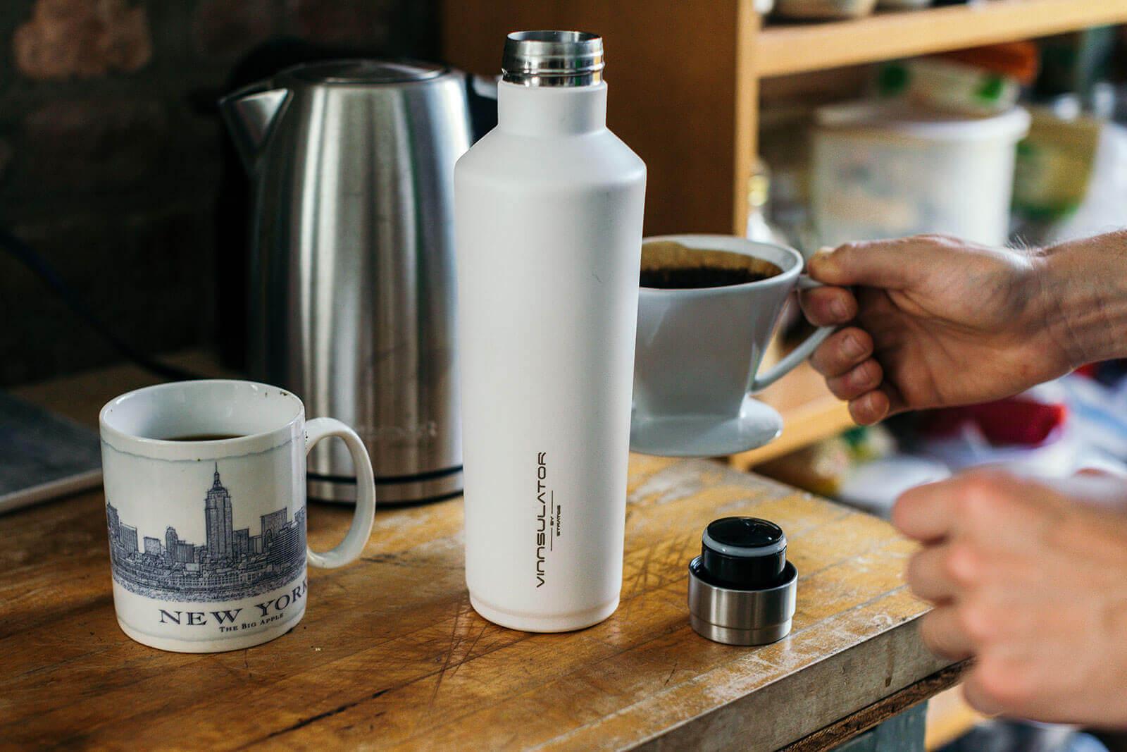 Using hot liquids in a Vinnsulator water bottle