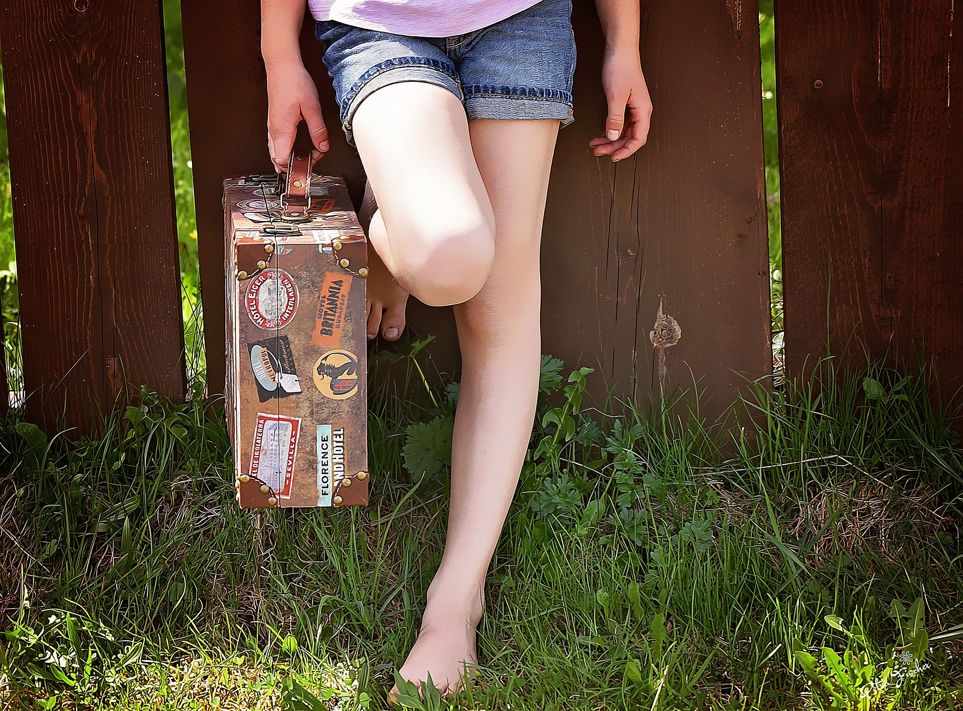 girl holding luggage - Best kids luggage for 2019