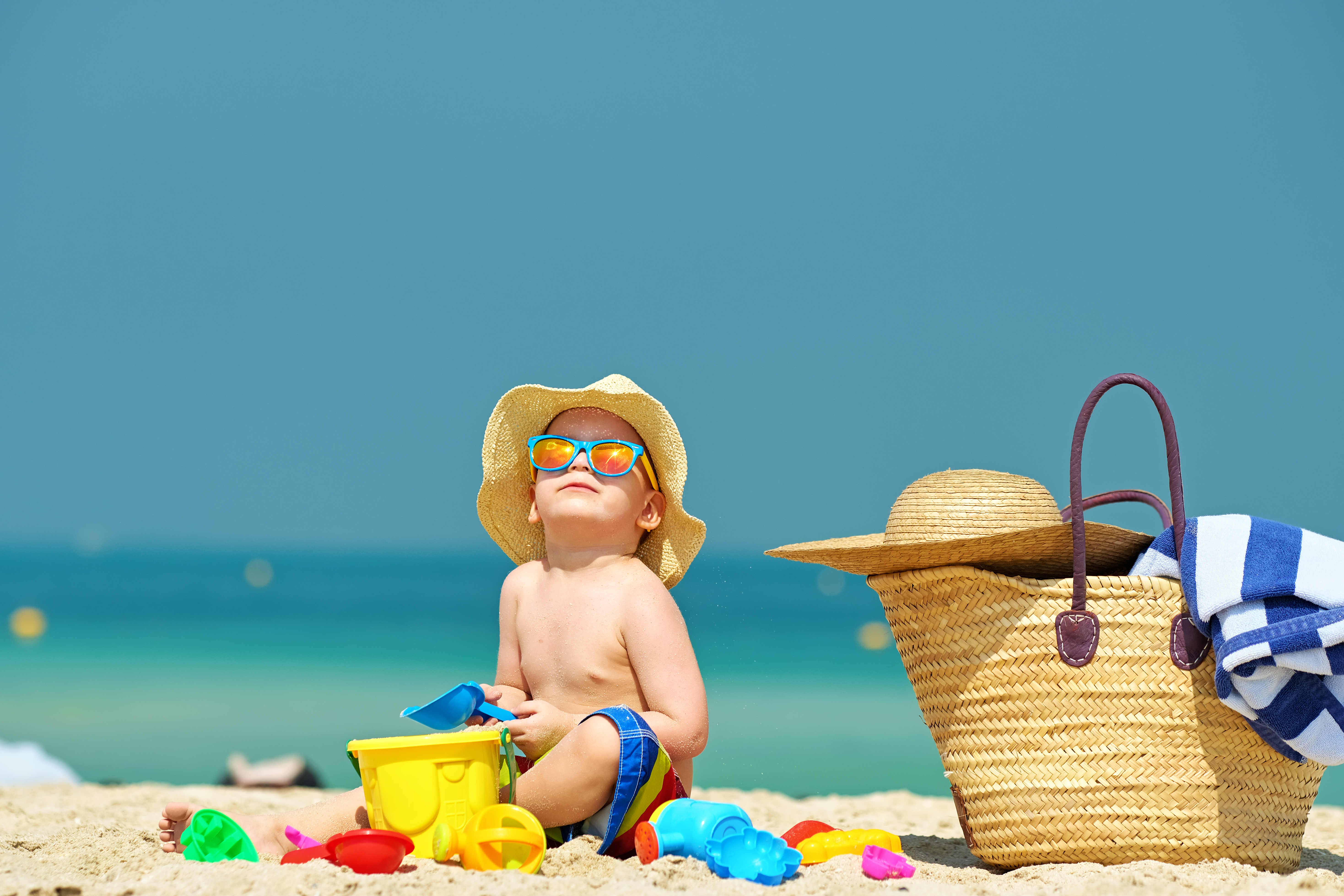 tips for traveling with kids play at beach