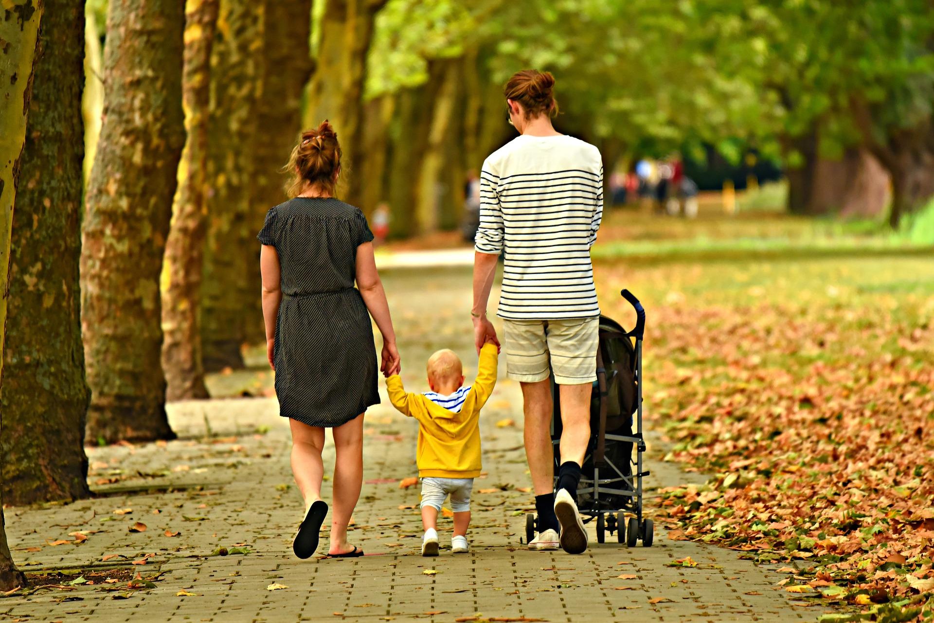 family walking Best travel stroller