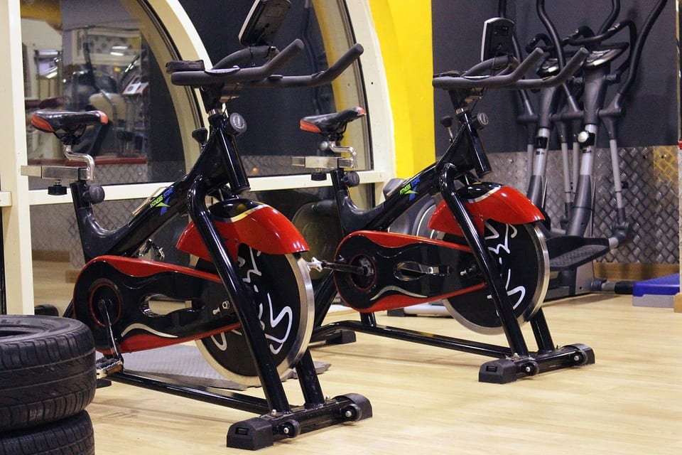 benefits of an exercise bike spin class