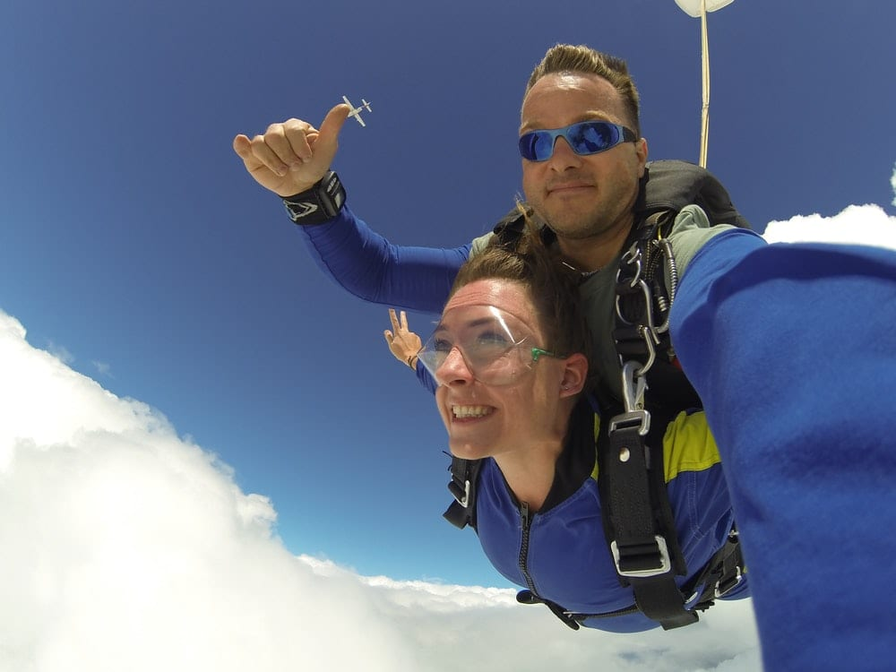 couple doing a double skydive